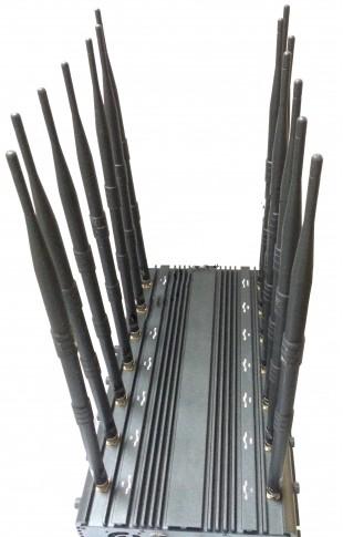 """Антенны подключаются к подавителю """"Monster 14CH"""" в соответствии со специальными маркировками на корпусе прибора и самих антеннах"""