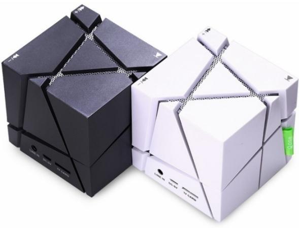 Внешне колонка представляет собой кубик размерами 7 на 7 сантиметров,