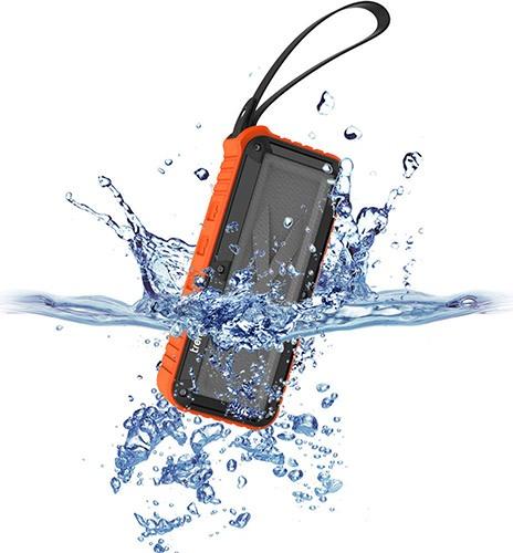 Благодаря практически герметичному корпусу, аппарат выдерживает кратковременное погружение в воду