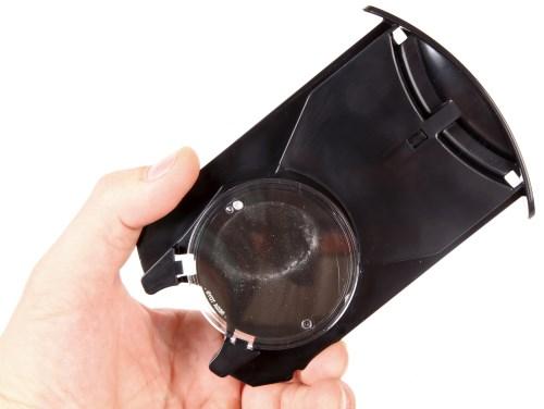 Лоток для проекционного диска в планетарии Homestar Earth Theater можно полностью извлечь из устройства, это облегчит установку слайда