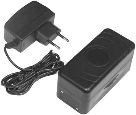 """В комплекте поставки GPS-маяка """"X-Pet 4"""" идет штатный сетевой адаптер для зарядки аккумулятора устройства, однако часто применять его не придется"""