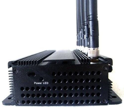 """Дополнительное охлаждение подавителя сотовых телефонов """"СТРАЖ X6 ПРО"""" обеспечивают вентиляционные отверстия в корпусе"""