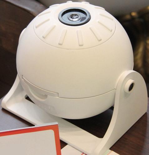 """Наклон проектора и фокусировка домашнего планетария """"HomeStar Lite"""" поддается регулировке, благодаря чему Вы сможете добиться максимально качественного изображения"""