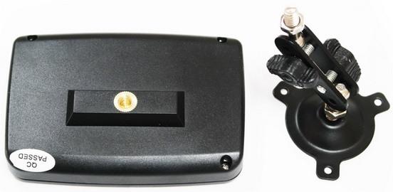 """Экран рыболовной видеокамеры """"FishCam-501"""" с ИК-подсветкой устанавливается на держатель, который позволяет поворачивать его по двум осям, что очень удобно в условиях рыбалки"""
