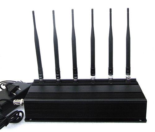 """Шесть передатчиков и антенн подавителя """"СТРАЖ X6 ПРО"""" обеспечивают надежное глушение сигнала в широком диапазоне частот"""