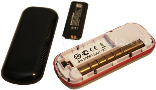 Крышка аккумуляторного отсека расположена на тыльной стороне дозиметра SMG-2 и под ней же можно видеть счётчки Гейгера