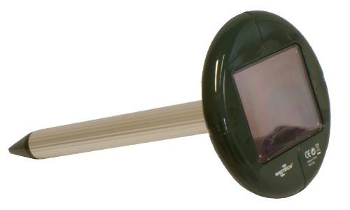 Верхняя часть отпугивателя кротов Weitech WK0677 зелёная, поэтому он хорошо маскируется на садовом участке от посторонних глаз