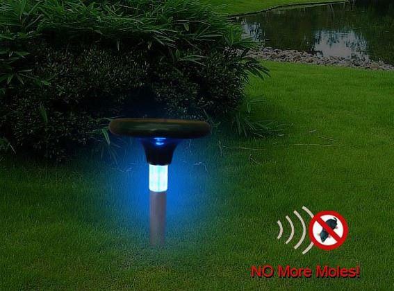 За счет встроенной LED-подсветки отпугиватель кротов Гром-Про LED+ может служить декоративным элементом для вашего сада
