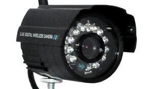 Вокруг объектива камеры на снимке четко видны все 12 ИК-светодиодов
