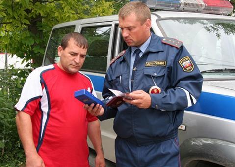 Алкотестер может использоваться сотрудниками ГИБДД для выявления нетрезвых водителей