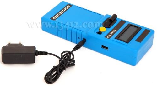 Сетевой адаптер для зарядки аккумулятора подключается к алкотестеру ГИБДД-112 через разъем на боковой стороне корпуса