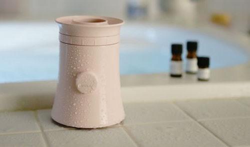 """Корпус планетария """"HomeStar Aroma"""" не боится влажности, поэтому прибор можно использовать принимая ванну или плавая в бассейне"""