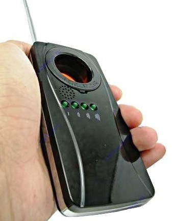 Обнаружитель скрытых видеокамер и жучков Bug Finder прост в использовании
