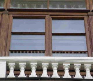 """Антиприсадные шипы """"Еж-стандарт"""" не портят внешний вид здания"""