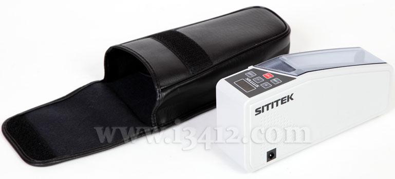 """Счетчик банкнот SITITEK """"V40-M"""" professional комплектуется удобным чехлом, который крепится на поясном ремне"""