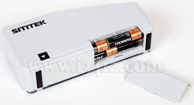 """Счетчик банкнот SITITEK """"V40-M"""" professional работает от 4 батареек """"АА"""" и может подключаться к стационарной сети"""